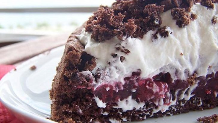 Meyveli Köstebek Pasta