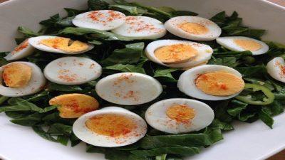 Yumurtalı Ispanak Salatası