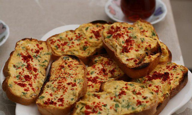 Peynirli Çıtır Ekmekler