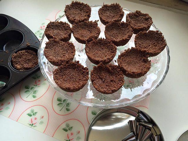 Muhallebili Çikolatalı Çıtır Kadayıf Tarifi