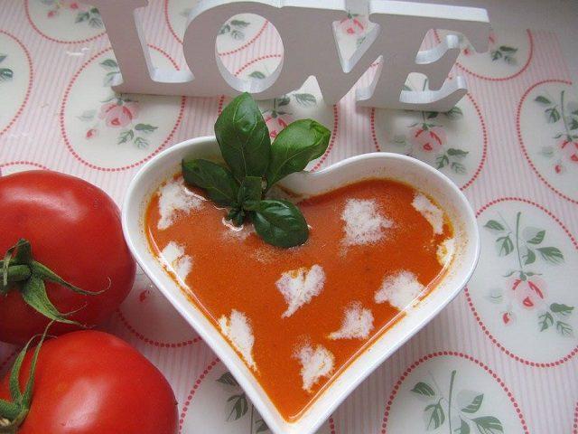 Sütlü Közlenmiş Domates Çorbası