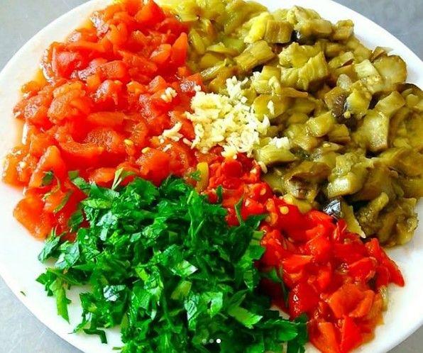 Közlenmiş Patlıcan Salatası