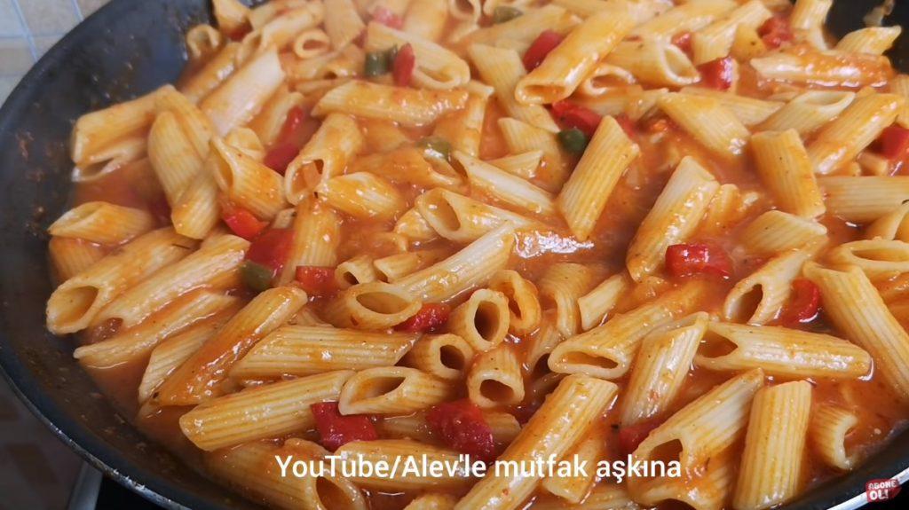 domates soslu sebzeli makarna