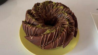 Bol Çikolatalı Kuruyemişli Kek Tarifi