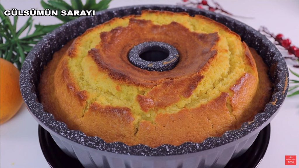 Altın Sarısı Rengiyle 10 Dakika Fırında Portakallı Kek Tarifi