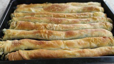Ispanaklı Peynirli İç Harcıyla El Açması Börek Tarifi